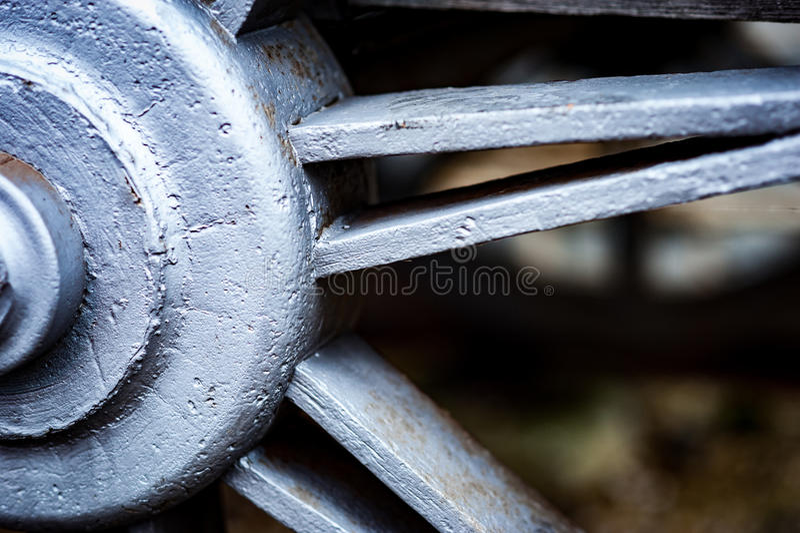 Historisches Roheisen-Zugraddetail stockfoto