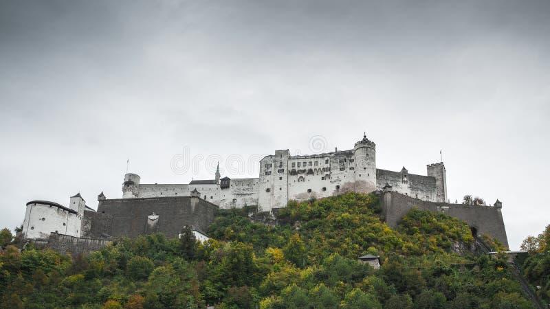 Historisches Schloss in Salzburg stockbilder
