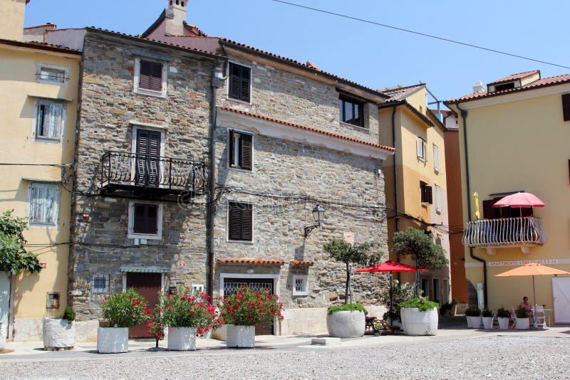 Historisk arkitektur av Piran, Slovenien royaltyfri foto