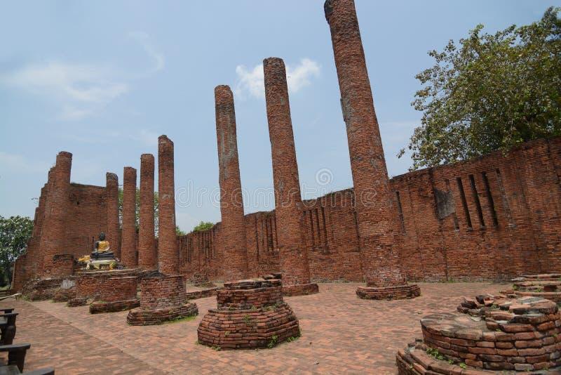 Historisk arkitektur av Wat Thammikarat i Ayutthaya historiskt p arkivfoton