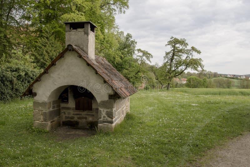 Historisk backery nära en slott arkivfoton