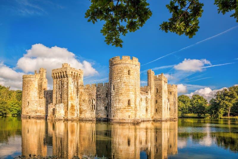 Historisk Bodiam slott i östliga Sussex, England royaltyfri bild