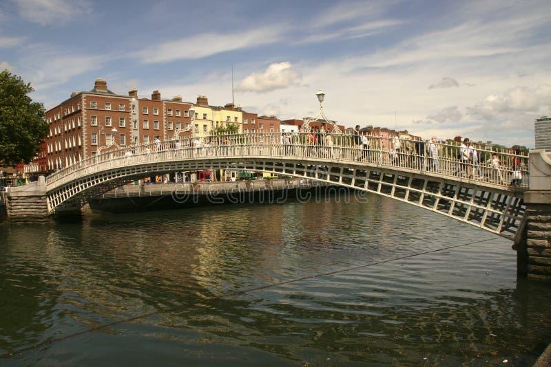 Historisk bro över vatten fotografering för bildbyråer