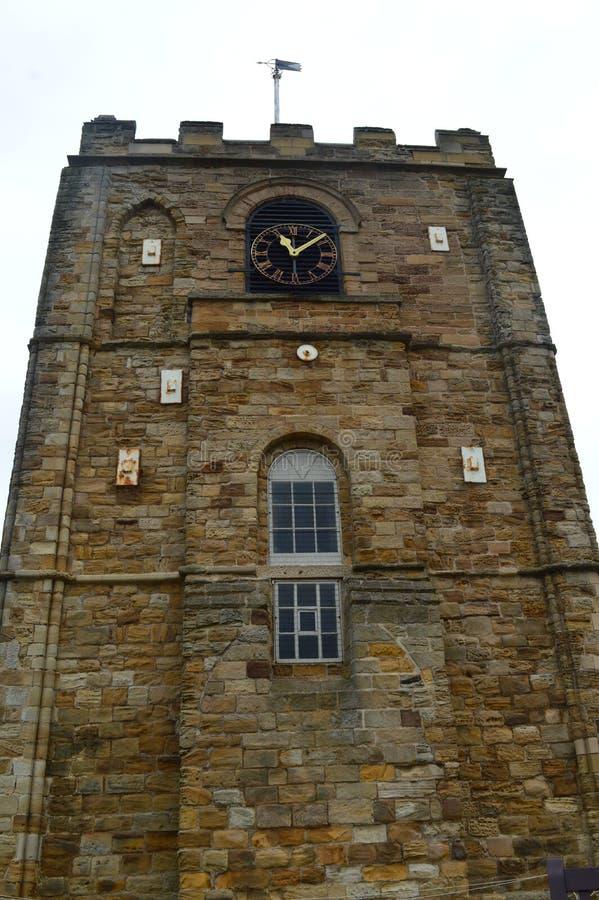 Historisk byggnad av den whitby abbotskloster och dess kyrka arkivbild
