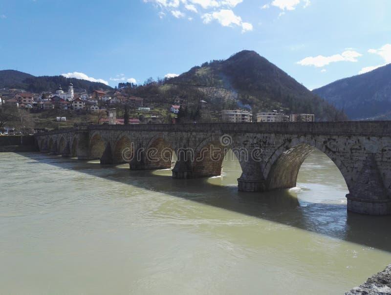 Historisk byggnad gammal bro i Visegrad, Bosnien och Hercegovina arkivfoton