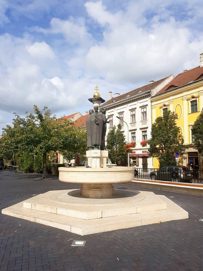 Historisk byggnad i mitt av Sopron arkivbild
