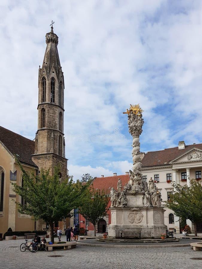 Historisk byggnad i mitt av Sopron arkivfoto