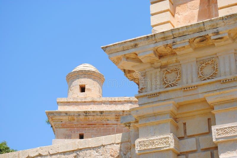 Historisk byggnad och vallar royaltyfri fotografi