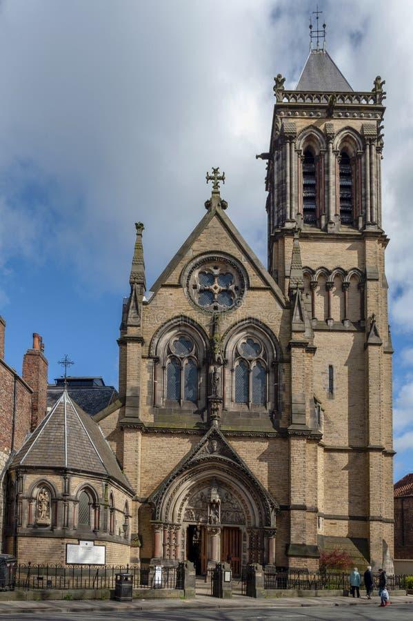 Historisk byggnad som byggs i gotisk nypremiärstil av katolska kyrkan av moderkyrkan för St Wilfrid aka av staden av York, Englan arkivfoto