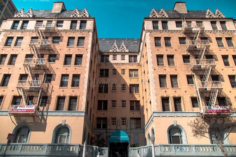 Historisk byggnad som renoveras som hotell arkivbilder