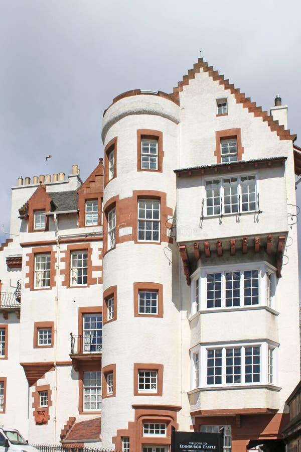 Historisk byggnad vid Edinburgslotten royaltyfria foton