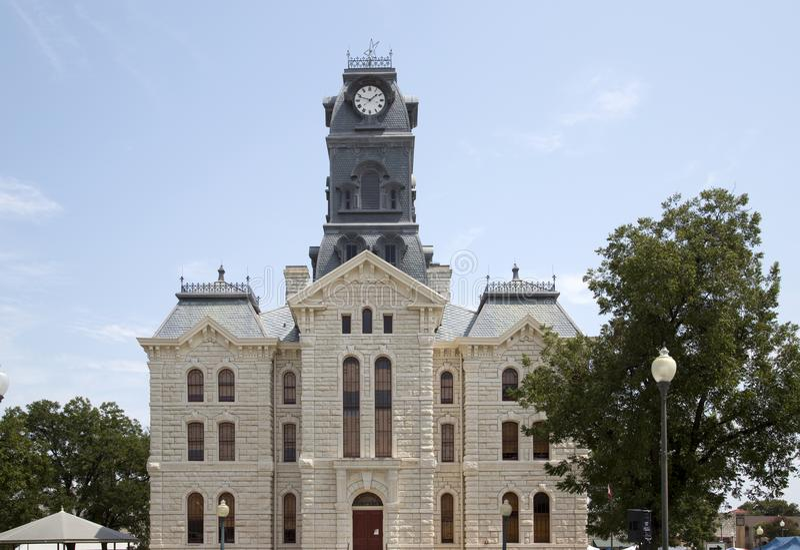 Historisk byggnadGranbury domstolsbyggnad i TX royaltyfri bild