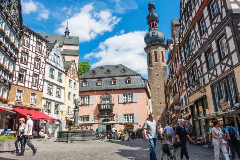 Historisk Cochem stadmitt i Tyskland arkivfoton