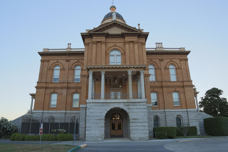 historisk domstolsbyggnad royaltyfria bilder