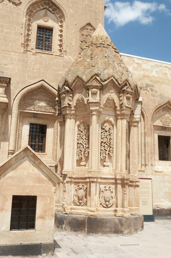 Historisk fästning Beyazit på gränsen med Iran Lättnadsstuckatur av Seljuk tider arkivbilder