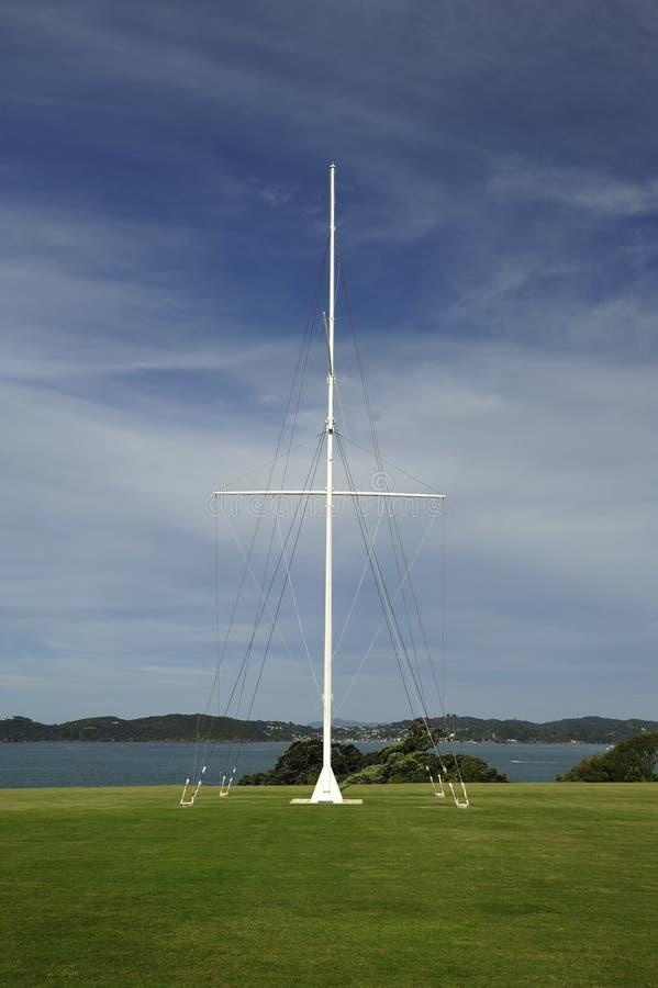 Historisk flaggstång, malt Waitangi fördrag fotografering för bildbyråer