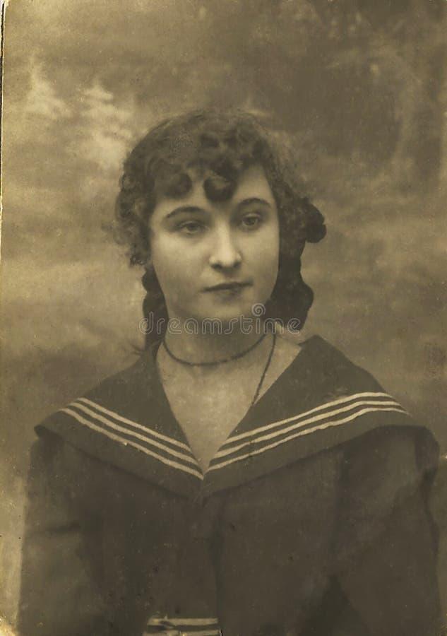 historisk fotostående retro s för flicka royaltyfri bild