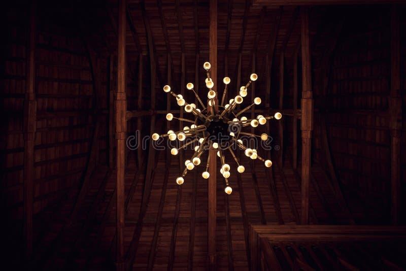 Historisk gammal ljuskrona royaltyfri bild