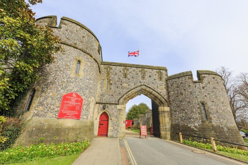 Historisk gränsmärke runt om den Arundel slotten fotografering för bildbyråer