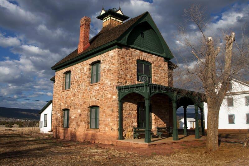 historisk home victorian för apache byggnadsfort arkivfoton