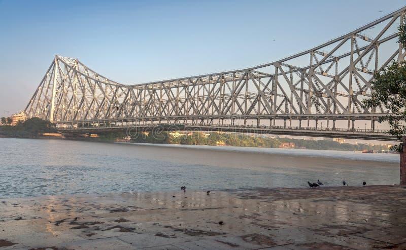 Historisk Howrah bro på floden Hooghly Ganges på Kolkata, Indien arkivbild