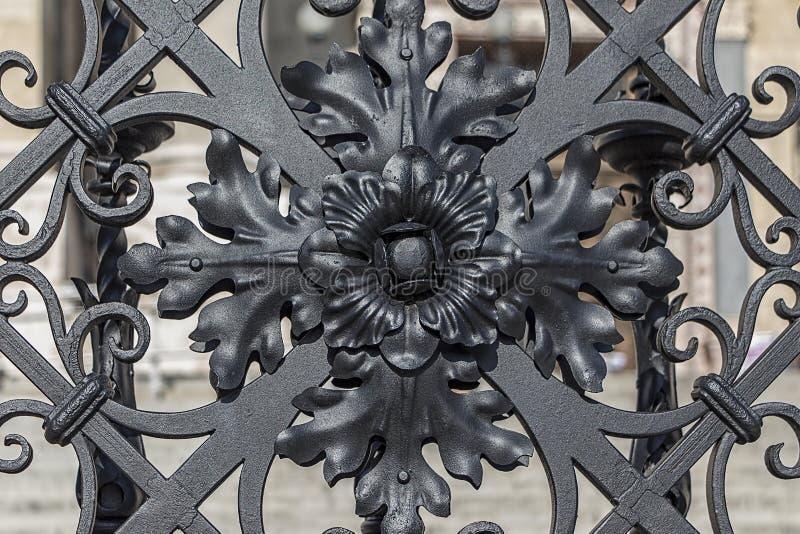 Historisk ironwork royaltyfri foto