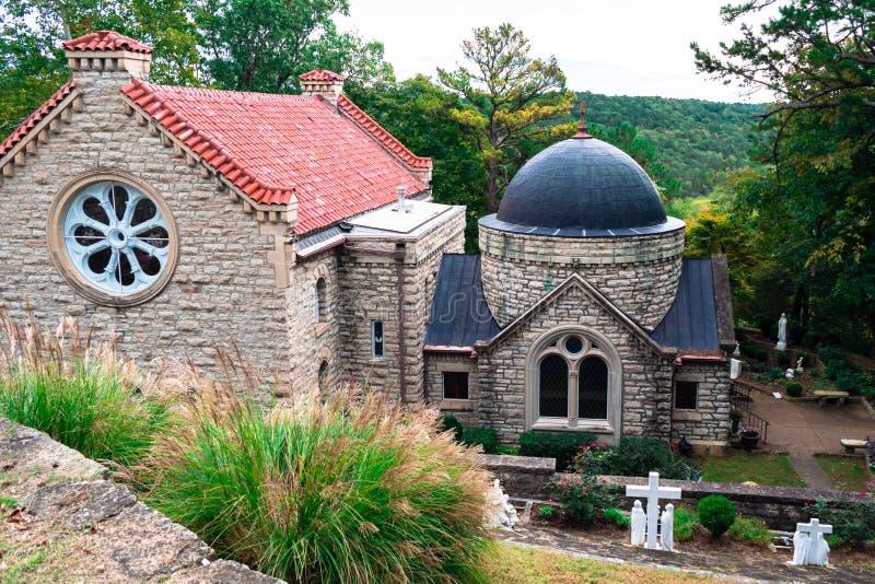 Historisk katolsk kyrka i Eureka Springs, Arkansas arkivbild
