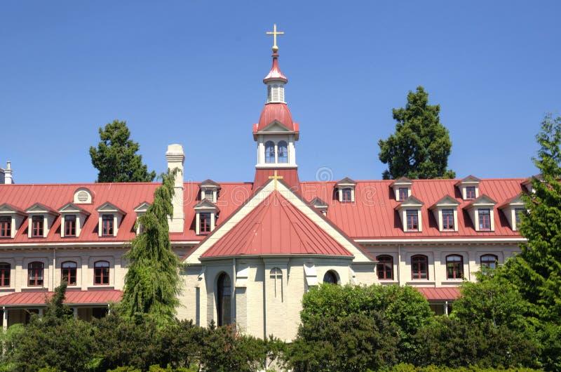 Historisk katolsk kyrka och kloster royaltyfria bilder