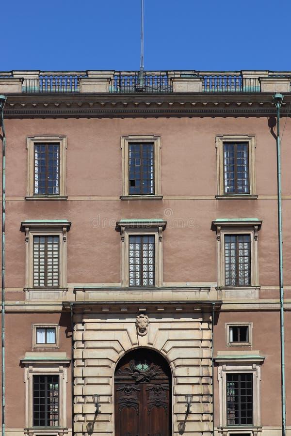 Historisk kunglig byggnad i stockholm i Sverige på ferie royaltyfria bilder