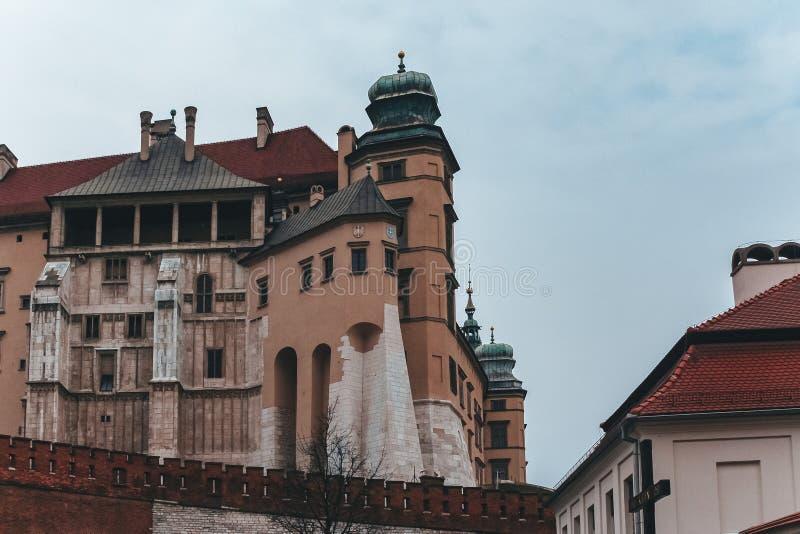 Historisk kunglig Wawel slott i Krakow, Polen royaltyfri fotografi