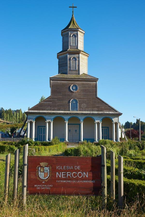 Historisk kyrka av Nercon på den Chiloé ön arkivbilder