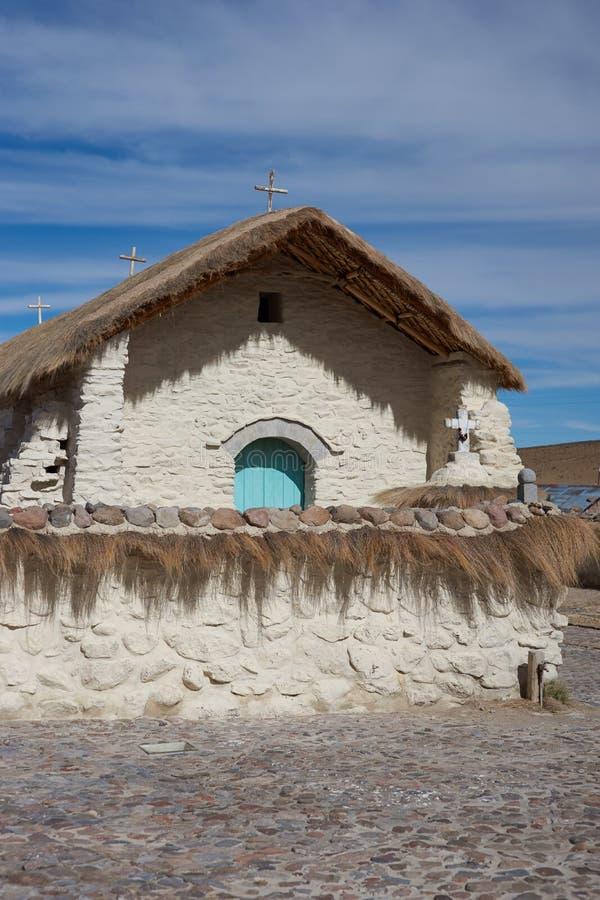 Historisk kyrka på Altiplanoen royaltyfri bild