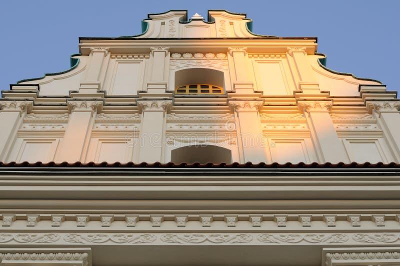 historisk låg sikt för vinkelbyggnadsfacade royaltyfri fotografi