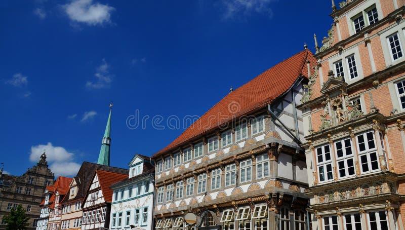 Historisk mitt av Hameln: färgrika målade korsvirkes- och renässansstilbyggnader fotografering för bildbyråer