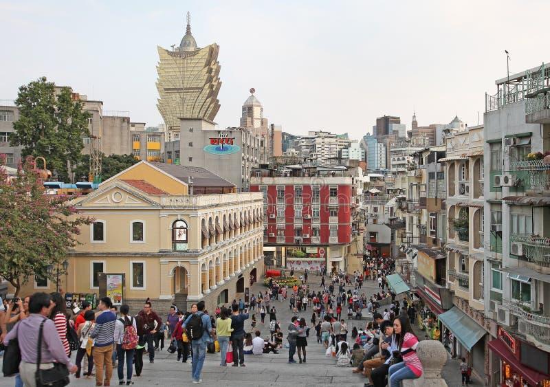 Historisk mitt av Macao med sikt till den storslagna Lissabon kasinot arkivfoton