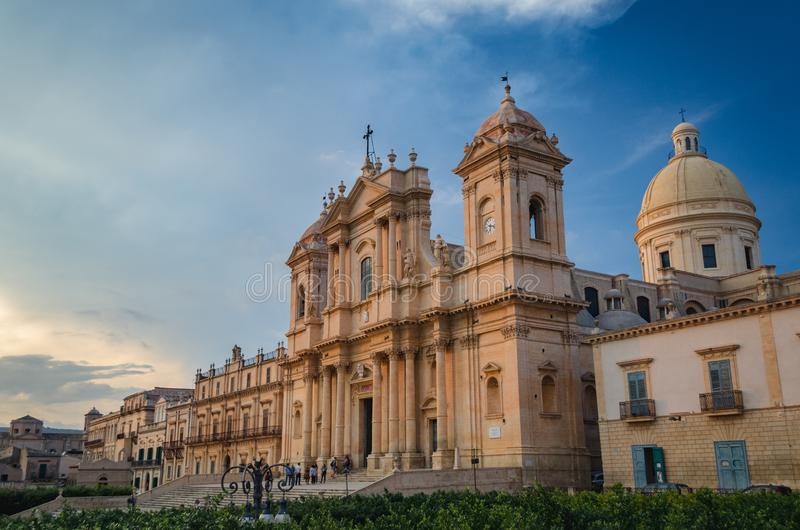 Historisk mitt av Noto, Sicilien - den Noto domkyrkan - mindre basilika av St Nicholas av Myra royaltyfri bild