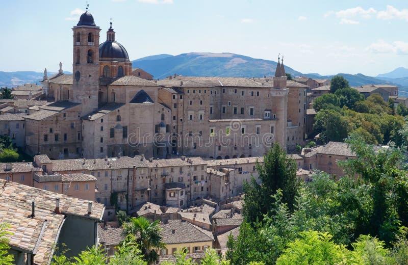 Historisk mitt av Urbino royaltyfria foton