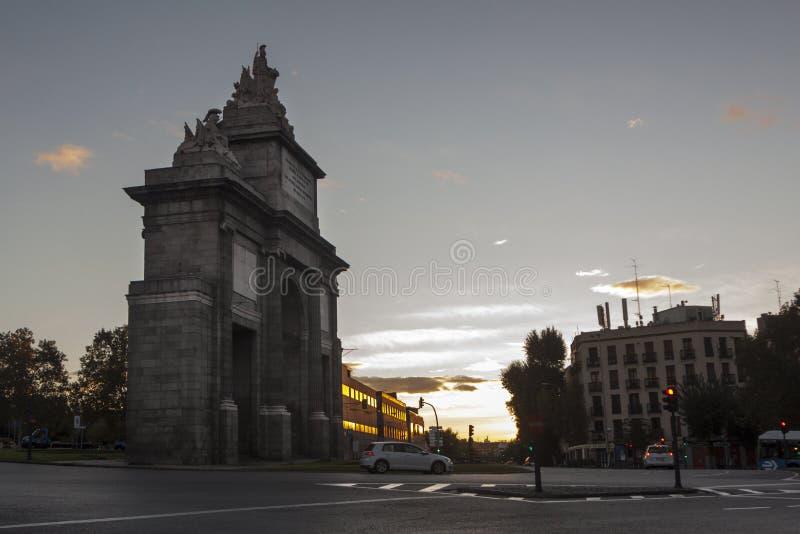 Historisk monument Puerta de Toledo eller Toledos port i madrid royaltyfri bild