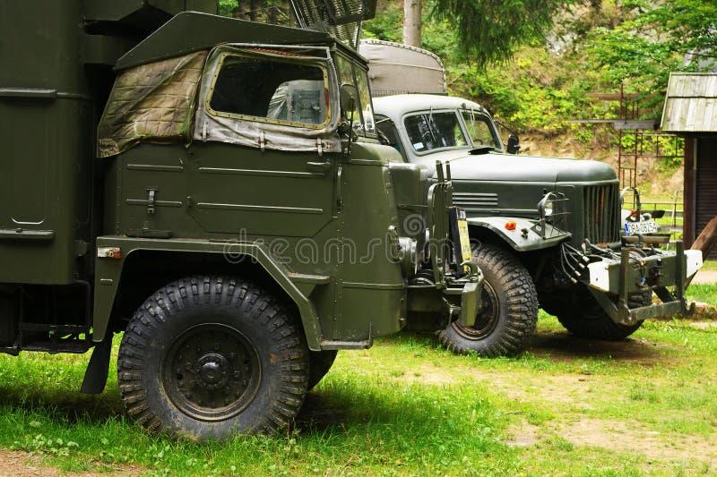 Historisk polsk STJÄRNA 660 och lastbilar för armé 6x6 för sovjet ZIL 157 royaltyfri foto