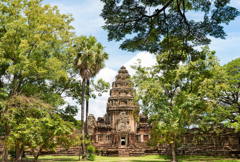 Historisk Prasat Hin Phimai slott på Nakhon Ratchasima, Thailand royaltyfri fotografi