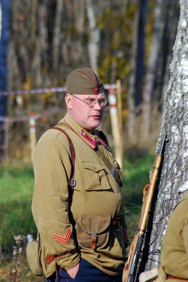 Historisk reenactment för Moskvastrid Ryska soldater-reenactors fotografering för bildbyråer
