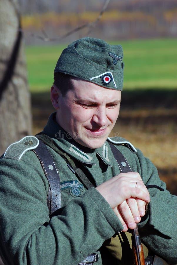 Historisk reenactment för Moskvastrid Tysk soldat-reenactor arkivbilder