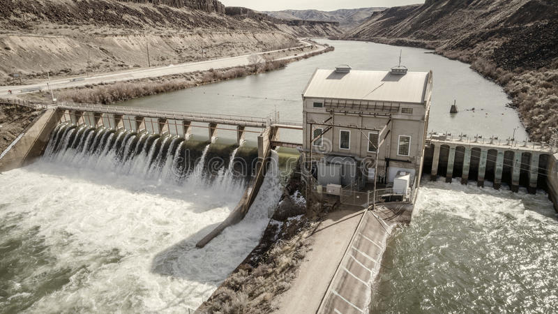 Historisk skenmanöverfördämning på Boise River i Idaho royaltyfria foton