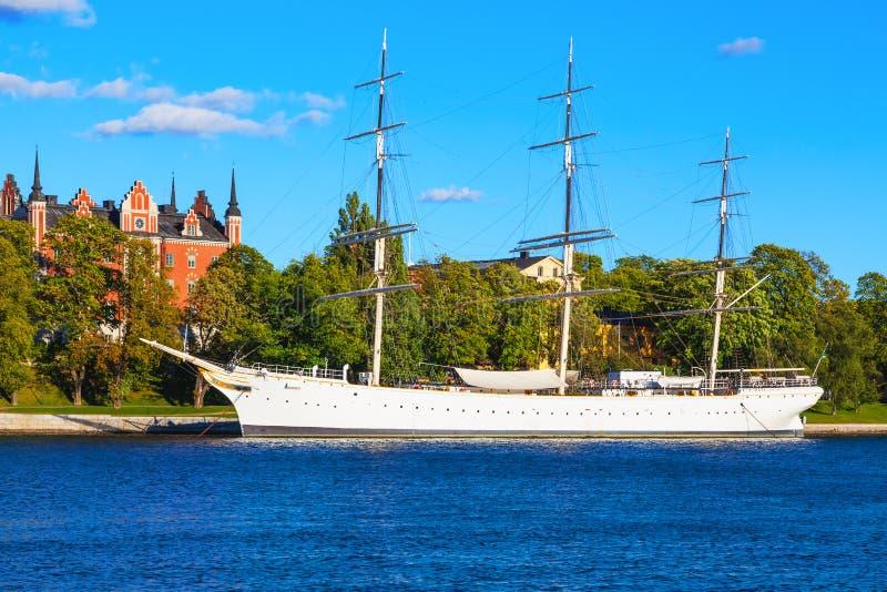 Historisk skeppAF-gårdfarihandlare i Stockholm, Sverige arkivbild