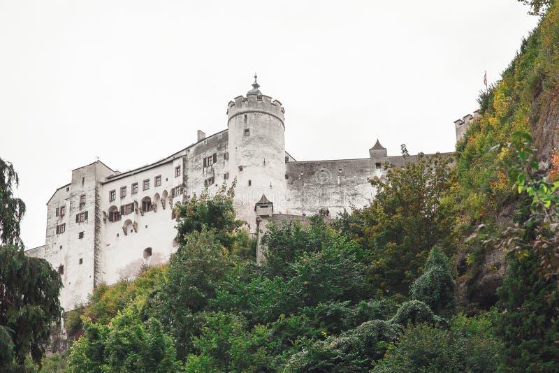 Historisk slott i Salzburg royaltyfri bild