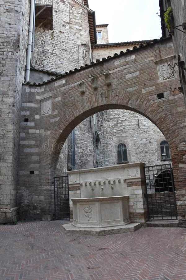 Historisk springbrunn för dricksvatten, Perugia arkivbilder