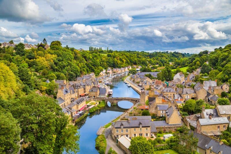 Historisk stad av Dinan, Bretagne, Frankrike royaltyfria foton