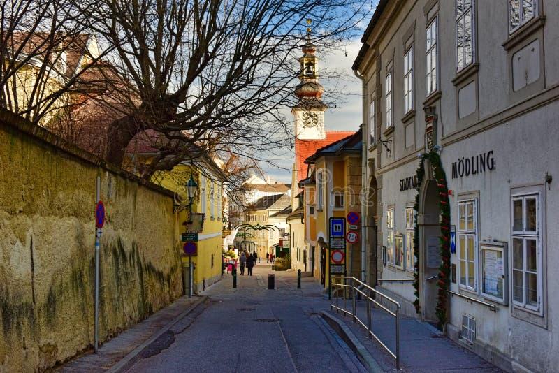Historisk stadskärna under jultid Moedling lägre Österrike arkivfoto
