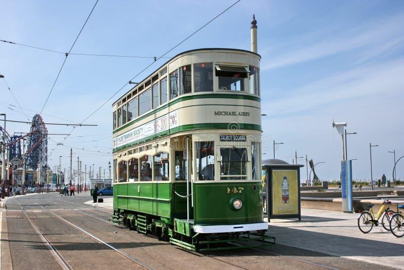 Historisk standard ingen bilspårvagn 147 på den Blackpool spårvägen - Blackpo arkivbilder