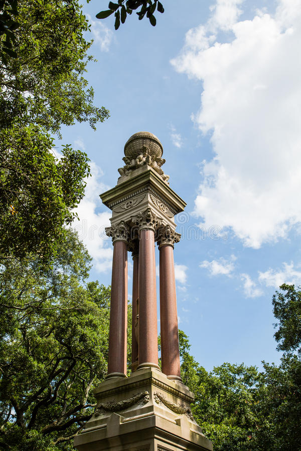 Historisk staty i Savannah Park fotografering för bildbyråer